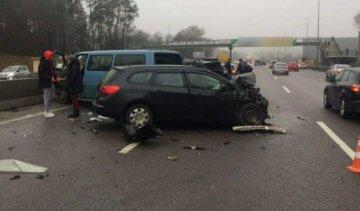Масштабное ДТП всколыхнуло Киев: столкнулись сразу 8 машин, кадры с места