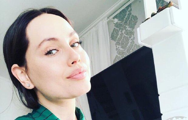 Украинская Джоли раздвинула ноги и показала горячие движения на природе: видео завораживает