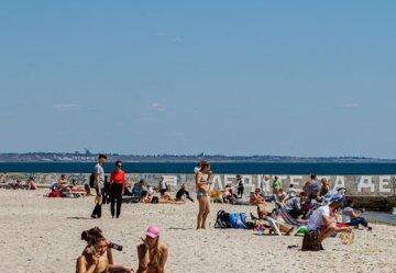 """""""Вірусу ніхто не боїться"""": в Одесі відкрили пляжний сезон, фото"""