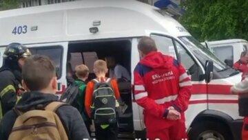 В столичной школе вспыхнул пожар, детей  эвакуировали: слетелись пожарные и скорые, видео