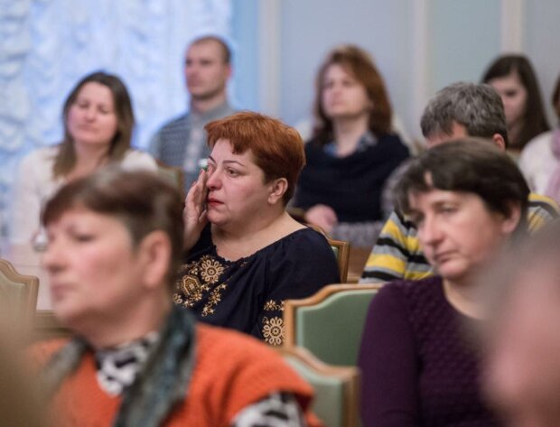 Головне за день: довгоочікуваний закон про Антикорупційний суд та сльози у кабінеті Порошенка
