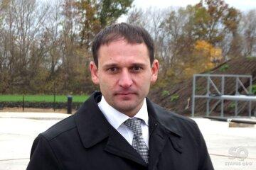 Странное поведение Добкина-младшего на суде попало в кадр (видео)