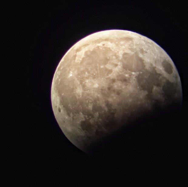Тайна Луны раскрыта: на Землю передали фото, которых мир еще не знал