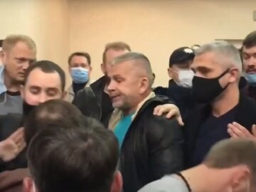 Минирования, драки и не только: безумие происходит при подсчете голосов в Одессе, подробности