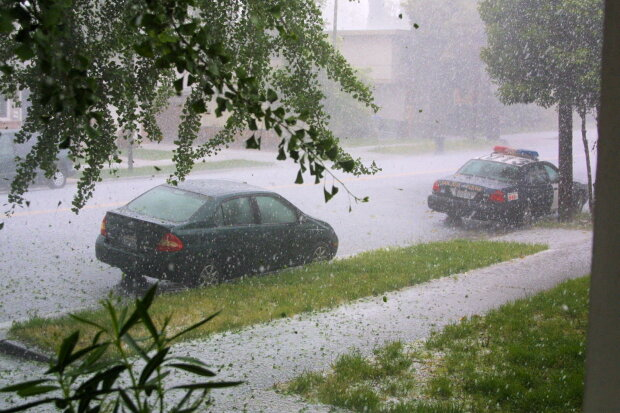 Hailstorm_in_San_Jose,_California_(13153912)
