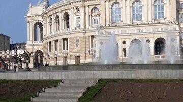 В Одессе массово запускают фонтаны: жителям показали места для весенних прогулок, фото