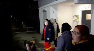 Восстание в Черновцах: скандирующая толпа вышла на улицу, безумие Новых Санжар повторяется