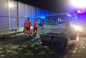 В ДТП разбился автобус с украинцами, людей доставали с помощью инструментов: фото аварии в Польше