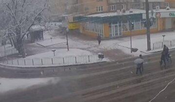 В Украине внезапно начались снегопады, метет как зимой: кадры непогоды