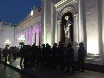 Штурм мэрии в Одессе: митингующие устроили драку (фото)