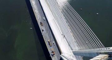 Трагедія біля Південного мосту в Києві, обірвалося життя жінки: фото і деталі