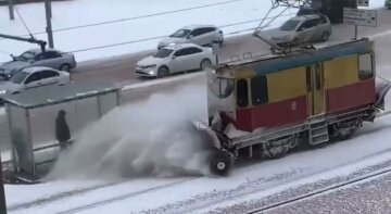 Снежный апокалипсис накрыл Харьков: дороги заблокированы, люди остались без света