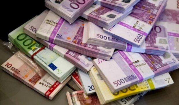 Евро сейчас покупать нельзя: эксперт раскрыл правду
