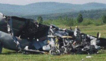 Самолет со спортсменами рухнул сразу после взлета, много погибших: первые кадры трагедии в России