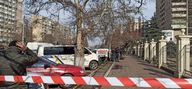 В суде Одессы захватили заложников и угрожают взорвать, съехались всё службы: кадры с места ЧП