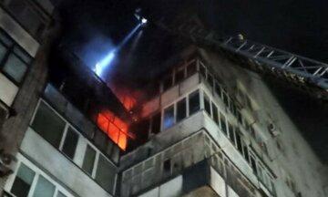 """В Харькове загорелась квартира в 16-этажном доме, кадры: """"мужчина оказался в..."""""""
