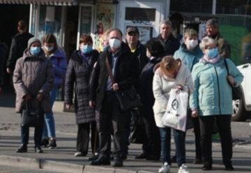 """Громадський транспорт в Дніпрі буде працювати по іншому: які маршрути """"йдуть"""" на карантин"""