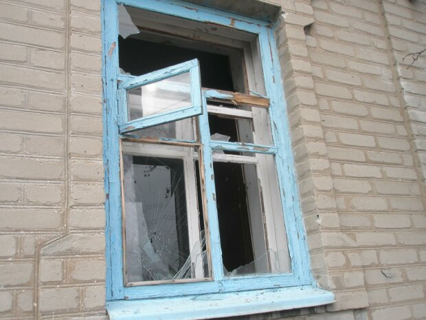 В Луганской области боевики из гранатометов обстреляли село, ранен местный житель