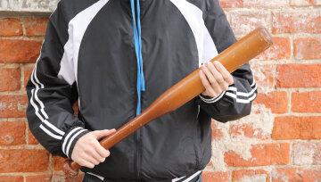 Охорона київського супермаркету розправилася з покупцем: били ногами і битами, відео