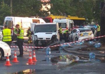 В Одессе авто полиции превратили в груду металла, есть пострадавшие: видео с места ЧП