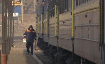 укрзализныця, пассажирские вагоны, вокзал, скрин
