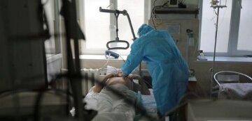 """""""Синіють обличчя та губи"""": хворі вірусом українці нестерпно страждають, лікар назвав важкі симптоми"""