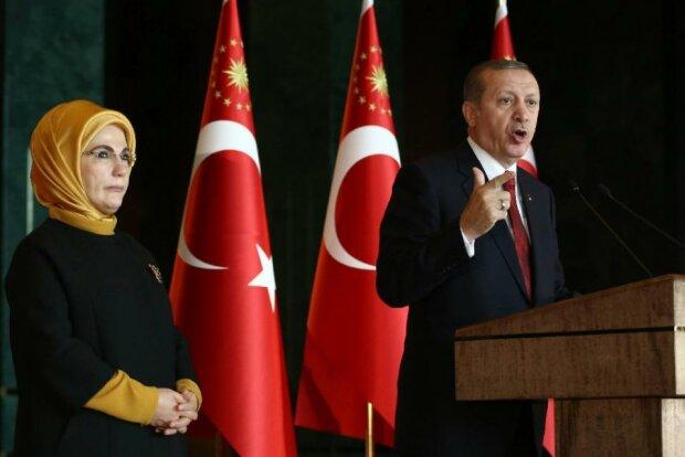 Супруги Эрдоган - Эмине и Реджеп Тайип