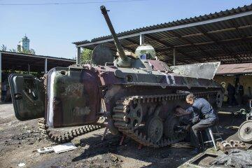 """Бойовики """"ДНР"""" побудували військову базу прямо біля школи, фото: життя сотень дітей під загрозою"""