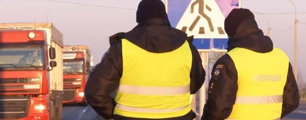 Почали перекривати дороги, карантин в Україні стає жорсткішим: де тепер не проїхати