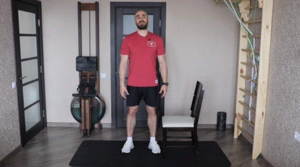 Тренер Насти Каменских поделился 3-минутной тренировкой для тех, кто много сидит: заряд энергии на целый день