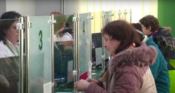 пенсії субсидії люди Комуналка виплати пенсіонери банк