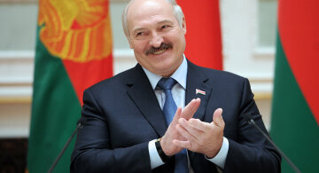 Лукашенко струснув старовиною в обіймах молодої красуні: «Ви найактивніша», відео