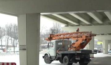Вслед за Шулявским: в Киеве начал разрушаться еще один мост, фото