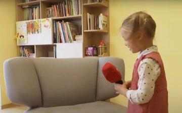 """Четырехлетняя девочка покруче любого преподавателя учит украинскому языку, видео: """"Не вилка, а виделка"""""""