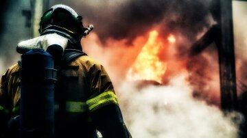 У столиці палають Інститут біології і Торговий центр, очевидці повідомляють про вибух
