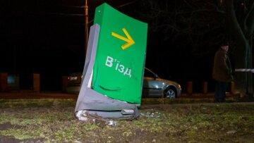 """""""Не впорався з керуванням"""": українець на шаленій швидкості влетів у заправку, кадри трагічної аварії"""
