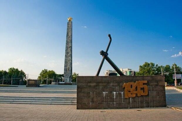 В Одесі осквернили меморіальні дошки з іменами героїв СРСР на площі: фото наслідків