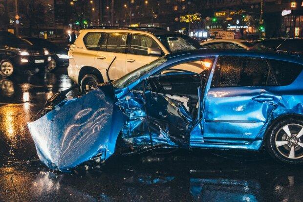 Неадекват устроил мясорубку из авто в центре Киева: «закончилось трагедией», видео