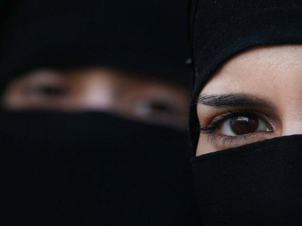 Мусульманская женщина в хиджабе