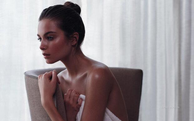 Раздетая красавица из Victoria's Secret показала роскошное тело прямо в ванной: глаз не оторвать