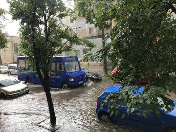Зливи і град принесли нещастя українцям, регіони постраждали від стихії: кадри руйнувань