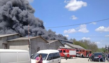 Масштабна пожежа в Івано-Франківську, палають сотні квадратних метрів: кадри з місця НП