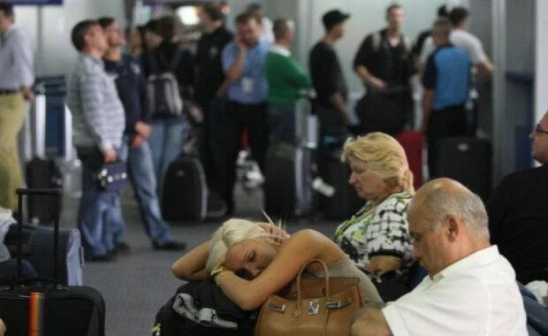 Українських туристів «маринують» у Борисполі: «То погода нельотна, то літака немає»