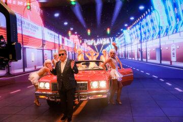 Раритетний кабріолет, танці напівголих красунь в келиху і блиск Голлівуду: Михайло Поплавський випустив новий яскравий кліп