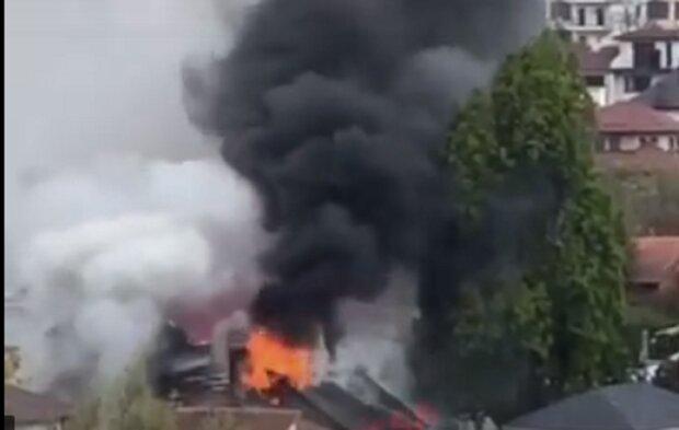 Мощный пожар вспыхнул в жилом доме Одессы, дым и гарь на всю округу: кадры ЧП