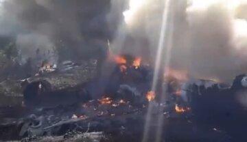 """Самолет с людьми рухнул, превратившись на земле в факел, кадры с места трагедии: """"Жертвами стали..."""""""