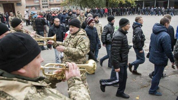 Облава на призовників: українців ловили і відправляли в армію без медкомісії, подробиці