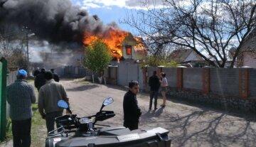 На Харьковщине пожар лишил дома многодетную семью: кадры ЧП