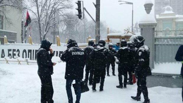 Дніпрян просять не виходити з дому, в поліції зробили термінове звернення: що відбувається