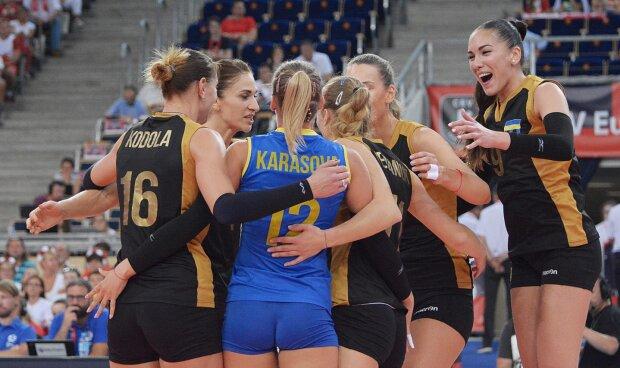 Украинская спортсменка снялась для откровенного календаря: едва прикрыла главное достоинство